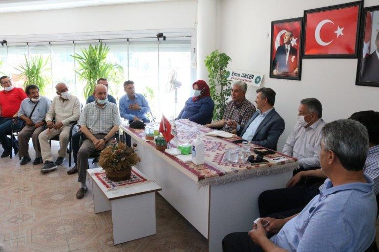AK Parti teşkilatı mahalle muhtarları ile buluştu