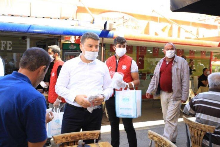 Aksaray Belediyesi şehrin maske ihtiyacını karşılıyor