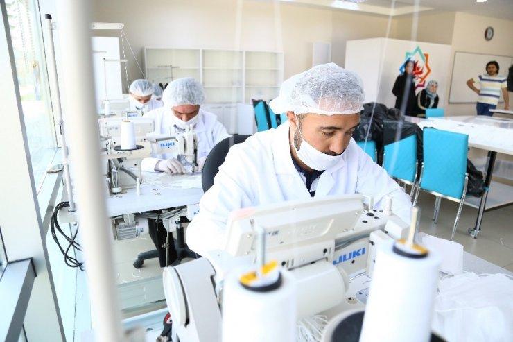 Aksaray Belediyesi atölyelerinde maske üretim kapasitesi arttı