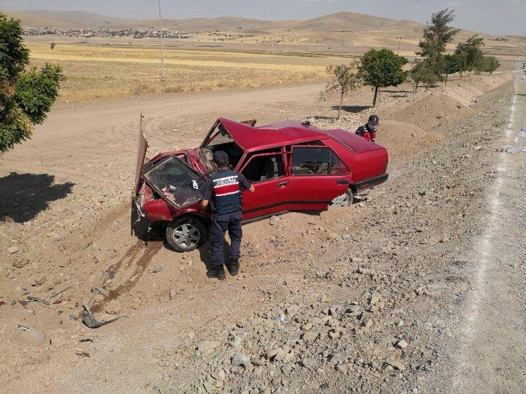 Otomobil şarampole düştü: 2 yaralı