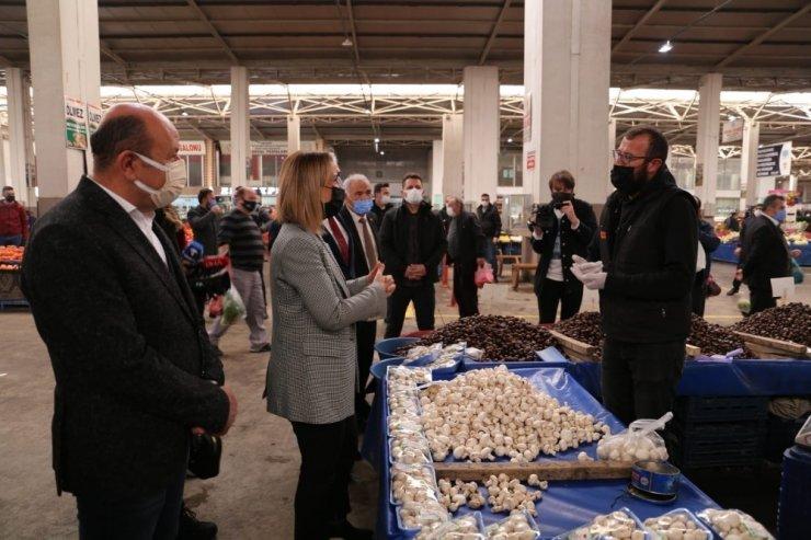 Vali Becel'den pazar esnafına ziyaret
