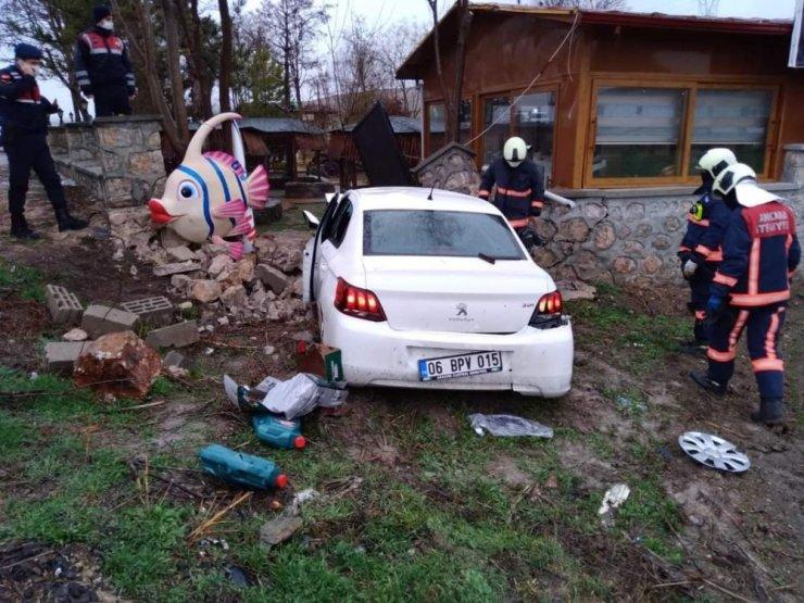 Ankara'da bahçe duvarına çarpan aracın sürücüsü hayatını kaybetti
