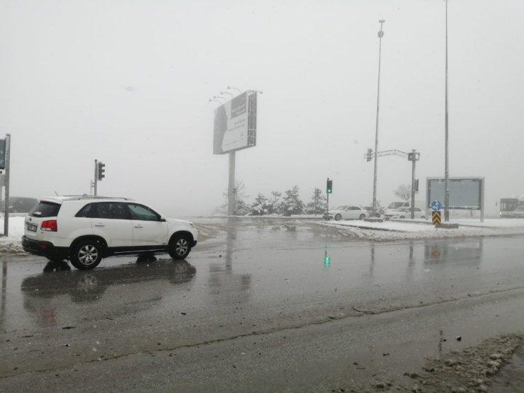 Başkent'te kar sonrası trafikte uzun kuyruklar oluştu