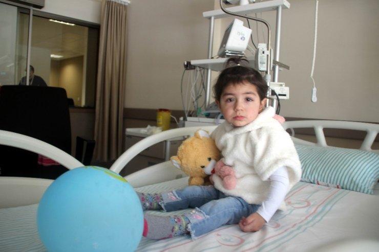 Hareketsiz şekilde geldiği hastaneden yürüyerek taburcu oldu