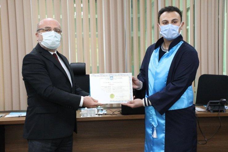 İş Güvenliği Uzmanlığı Sınavında birinci olan KAYÜ mezunu diplomasını Karamustafa'dan aldı