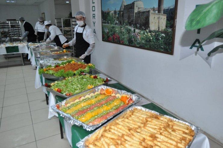 KEA Hastanesi başhekimliğinden sağlıkçılara motivasyon için açık büfe etkinliği