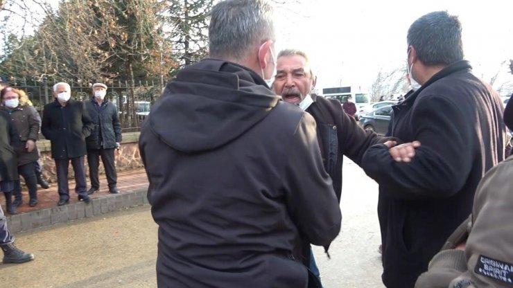 """Kılıçdaroğlu'na """"Kurban olurum"""" dedi, korumalar engelledi"""