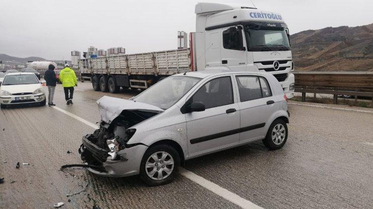 Kırıkkale'de iki otomobil çarpıştı: 2 yaralı
