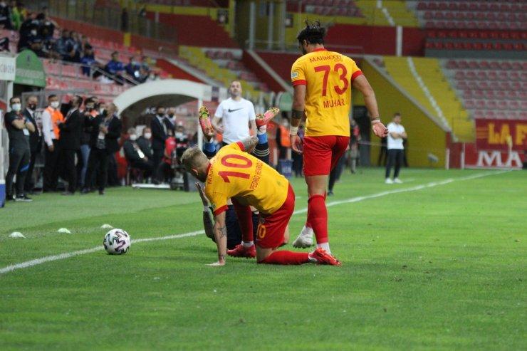 Süper Lig: Kayserispor: 1 - Fenerbahçe: 0 (İlk yarı)