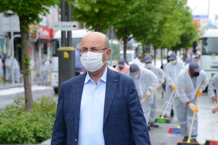 Tam kapanma sonrası için hazırlık: Kırşehir Belediyesi şehrin sokaklarını yıkadı