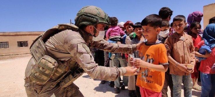 Mehmetçik'ten Barış Pınarı bölgesine yardım eli