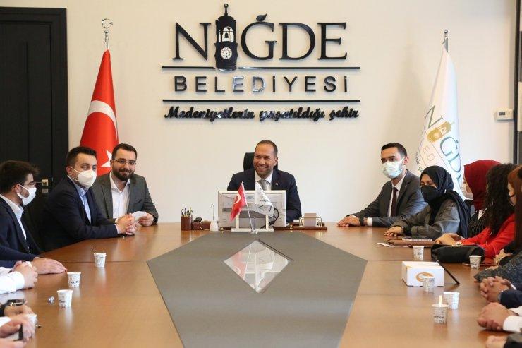 AK Gençler Niğde Belediye Başkanı Özdemir'i ziyaret etti