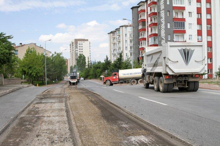 Talas Çimenli Caddesi'nde yenileme çalışması