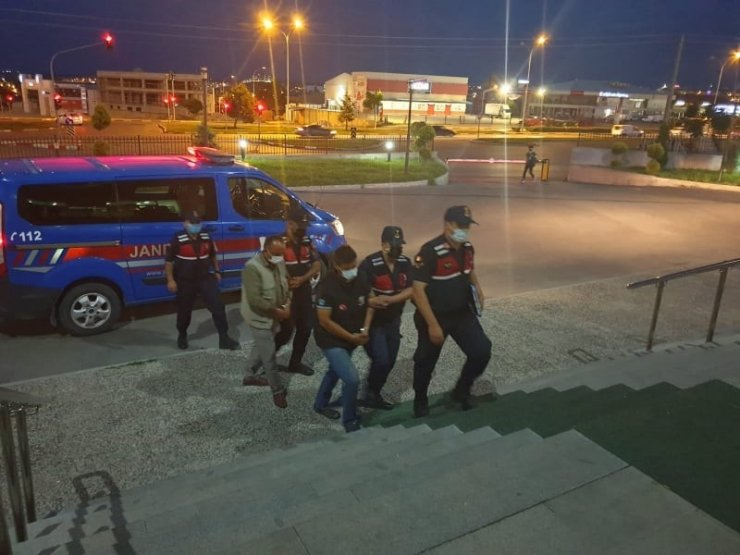 Karaman'da aranan 2 kişi tutuklandı