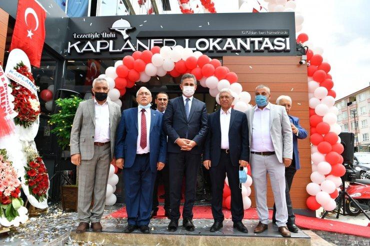 Mamak Belediye Başkanı Köse, ilçede yeni bir işyerinin açılışına katıldı