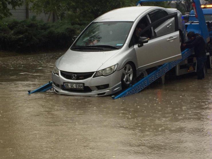 Ankara'da sağanak, sele neden oldu