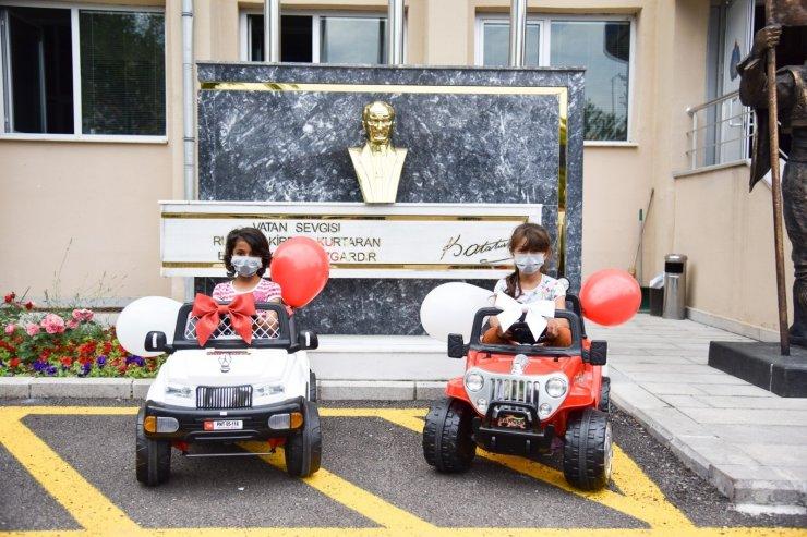 Kağıt toplayan o iki kızın akülü araba hayali gerçek oldu