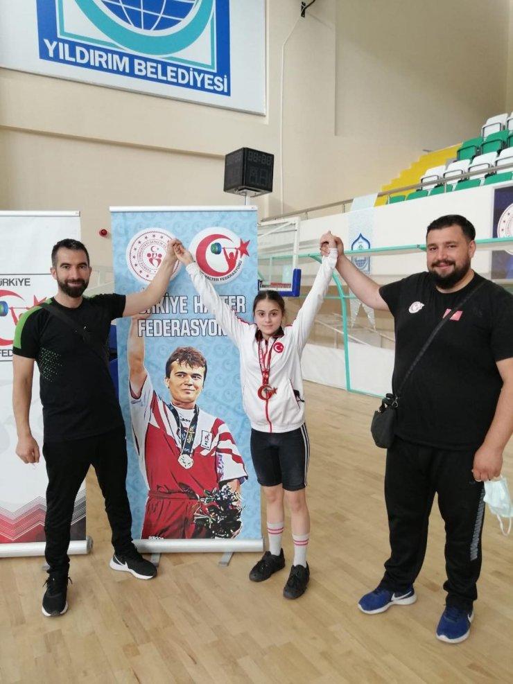 Türkiye Halter Şampiyonası'nda Pursaklar Belediyesi sporcusu Leyla Şanay'dan Türkiye ikinciliği
