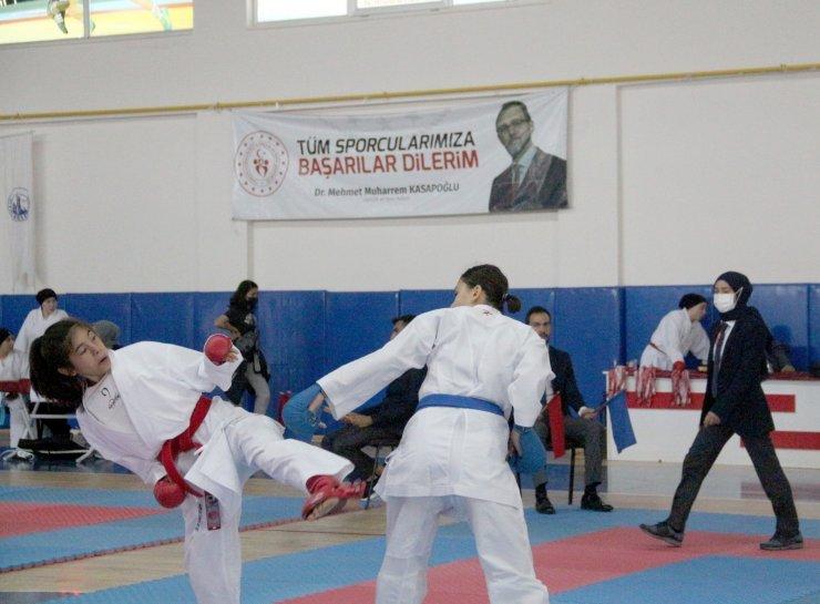 Sivas'ta 'Karate İl Birinciliği' müsabakaları yapıldı