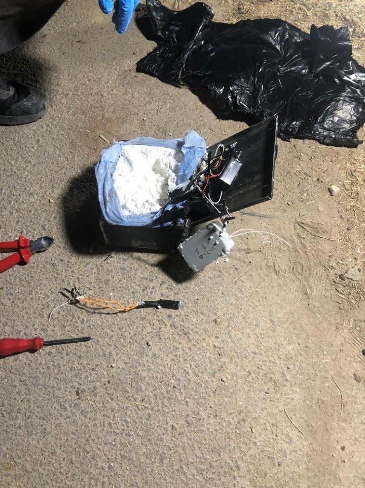 """Bakan Soylu: """"Bir büyükşehrimize yolculuk eden ve içinde 3 kişinin bulunduğu araçta 1.6 kilogramlık patlayıcı ele geçirildi"""""""