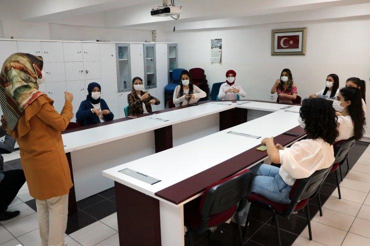 Yozgat'ta işitme engelliler için işaret dili öğreniyorlar