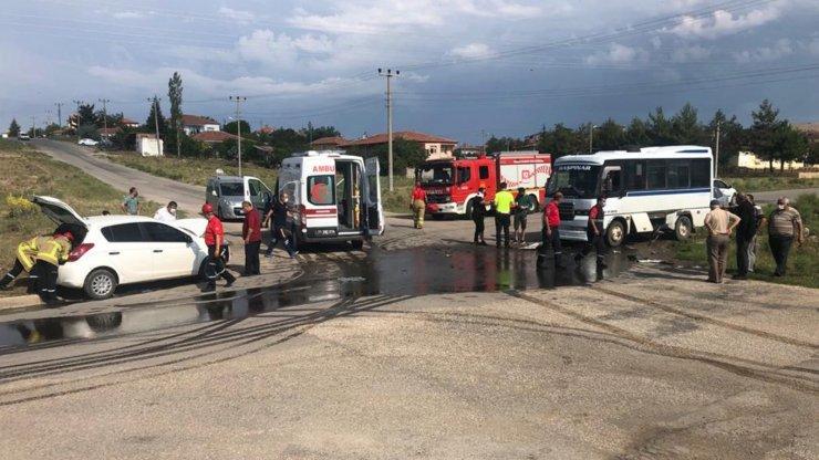 Dolmuş ile otomobil çarpıştı: 4 yaralı