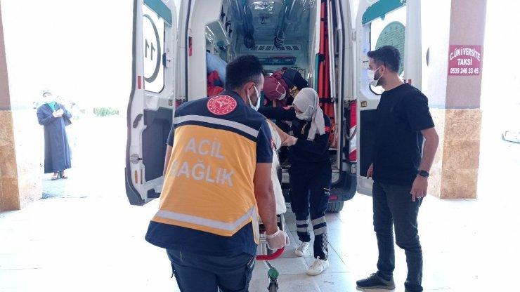 İstinat duvarına çarpan araçtaki 2 kişi öldü 2 kişi ağır yaralandı