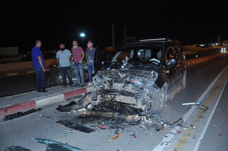 Karaman'da otomobil ile hafif ticari araç çarpıştı: 2 yaralı