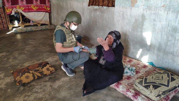 Mehmetçikten Barış Pınarı bölgesinde yardım eli
