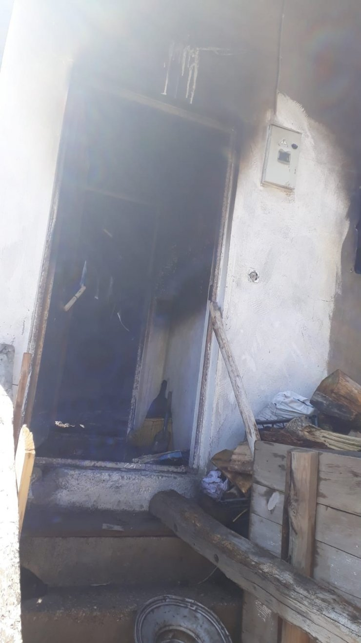 Sivas'ta çıkan yangında yaşlı kadın öldü
