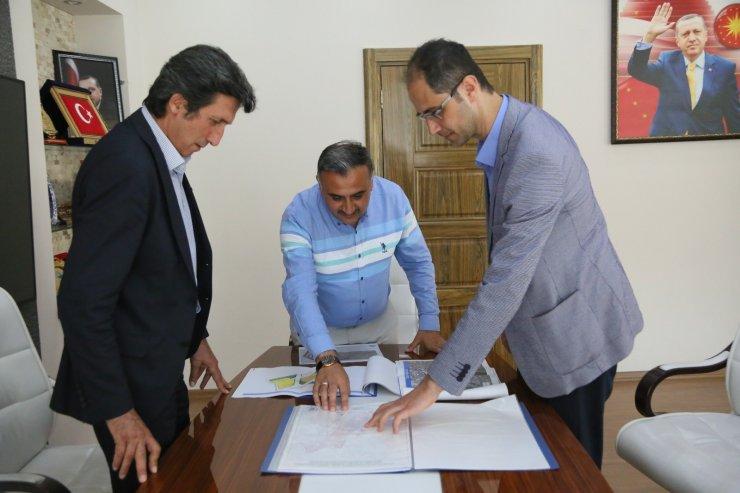 Kentsel dönüşüm için büyükşehir belediyesi daire başkanlarından Başkan Mehmet Cabbar'a ziyaret