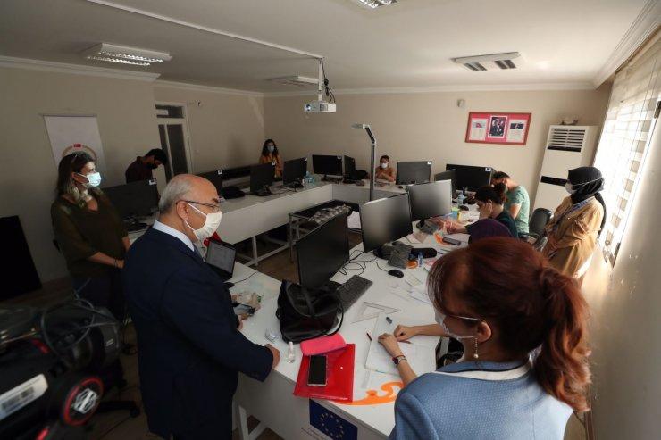 İzmir Valisi Köşger, Türkiye'nin istihdam ve sosyal uyum temalı ilk projesini inceledi