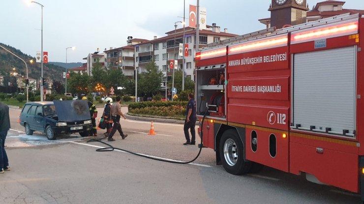 Ankara'da otomobil alev aldı, sürücü yanmaktan son anda kurtuldu