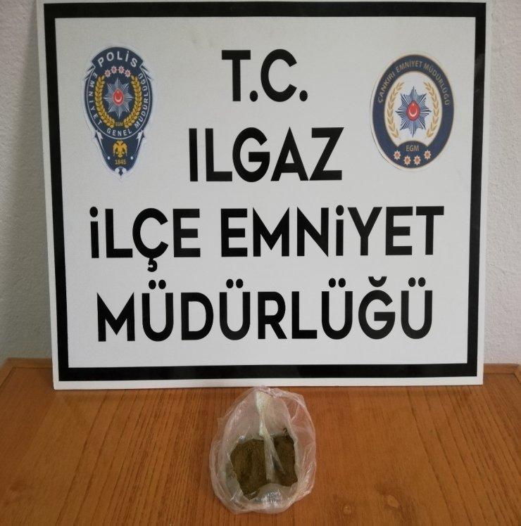 Polisin şüphelendiği şahsın üzerinden uyuşturucu çıktı