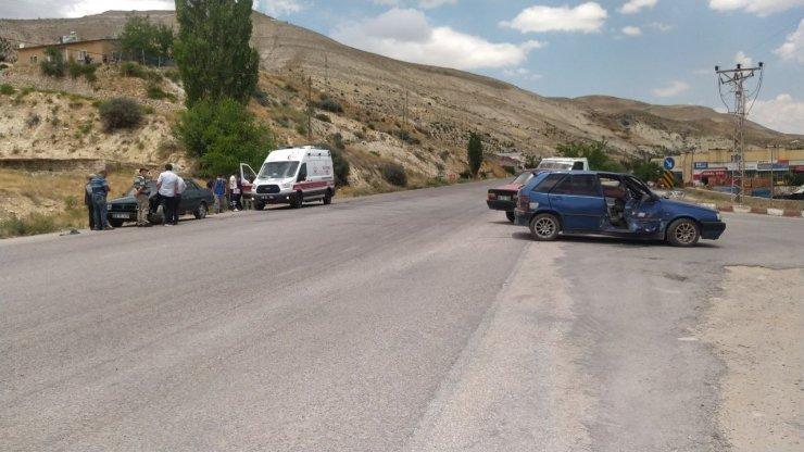 Otomobiller çarpıştı: 1 ağır yaralı