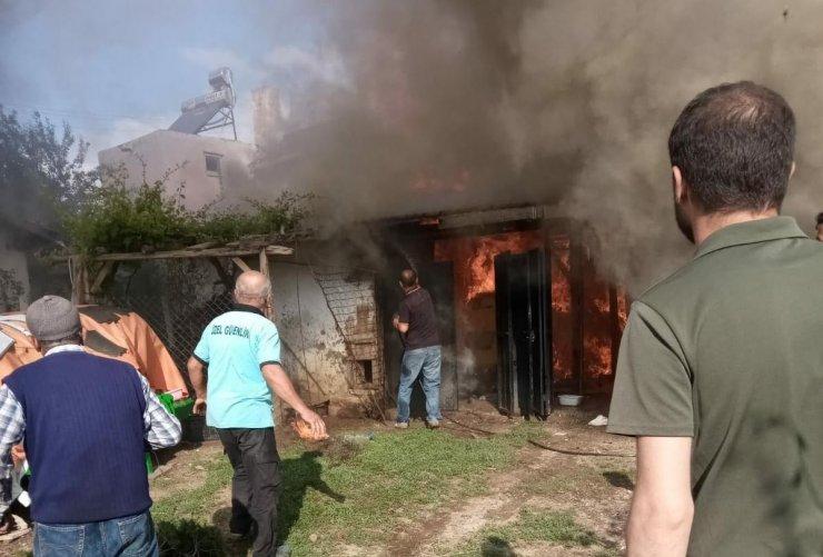 Nallıhan'da bir ev alevlere teslim oldu: 1 yaralı