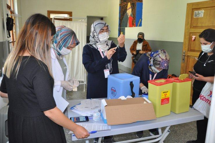 Karaman'da yerinde aşı uygulamaları devam ediyor