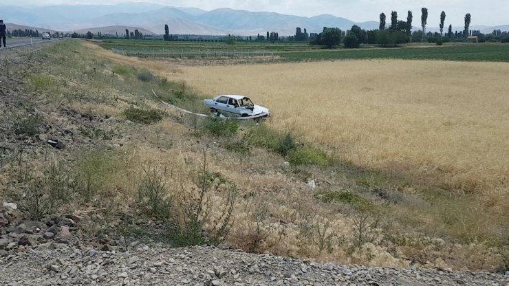 Kayseri'de feci kaza: şarampole devrilen aracın sürücüsü yola fırladı