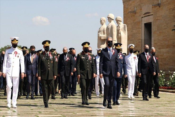 Bakan Akar, komuta kademesi ve OYAK Yönetim Kurulu ile Anıtkabir'i ziyaret etti