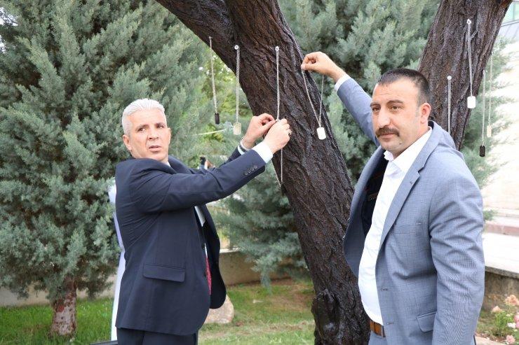 Şehitlik Ağacı'ndan asker künyelerini çalan şüpheliler yakalandı