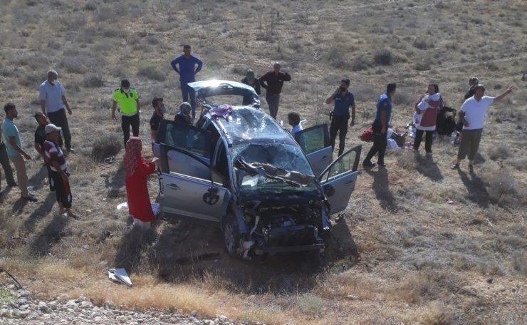 Karaman'da şarampole yuvarlanan otomobil takla attı: 10 yaralı