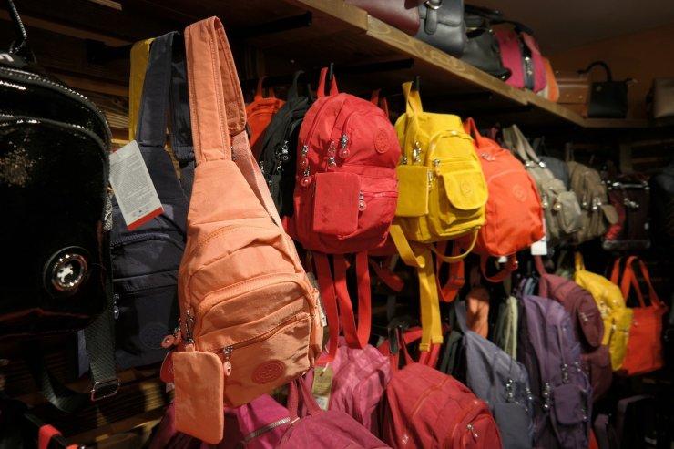 Tatilcilerin tercihi; 'Paraşüt kumaşlı çanta'
