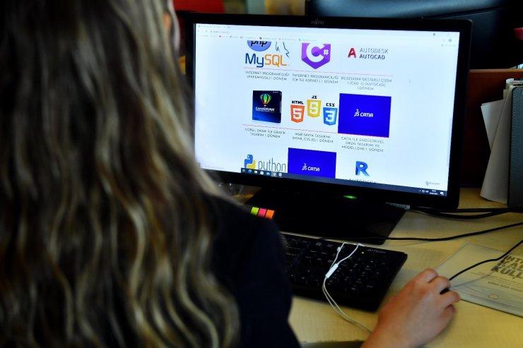 Ankara Büyükşehir Belediyesinin online yazılım eğitimlerine yoğun ilgi