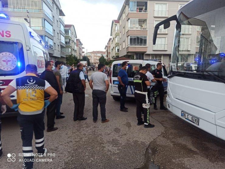 Ankara'da park için manevra yapan otobüsün altında kalan yaşlı adam öldü