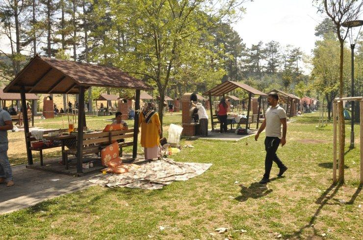 Bayramın son günü piknik alanları doldu taştı