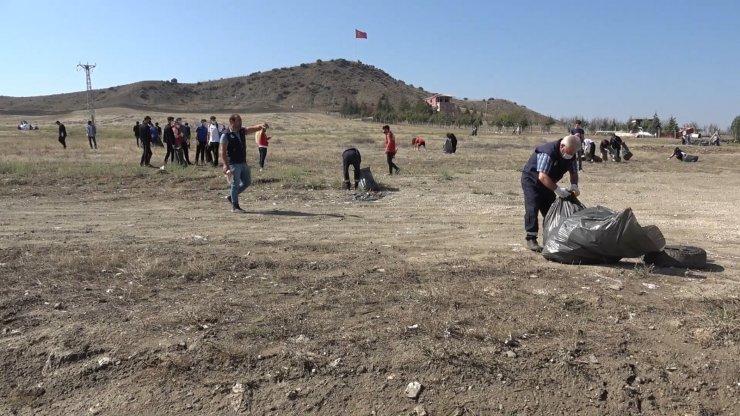 Kırıkkale'de çevreci gençler tonlarca çöp topladı