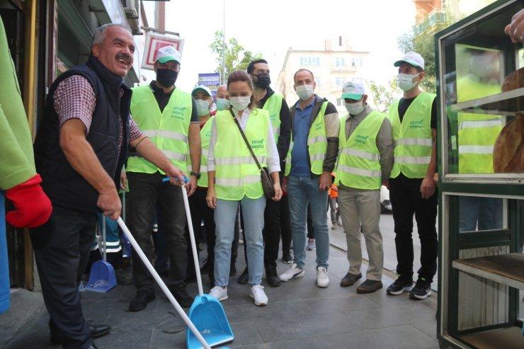 Niğde'de Dünya Temizlik gününde caddeleri temizlendi