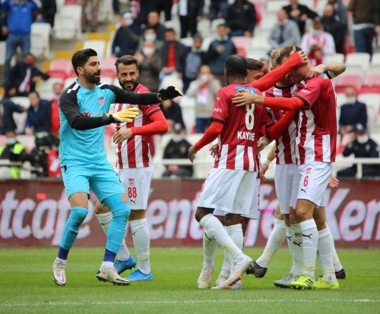Sivasspor Evinde İlk Kez Kazandı