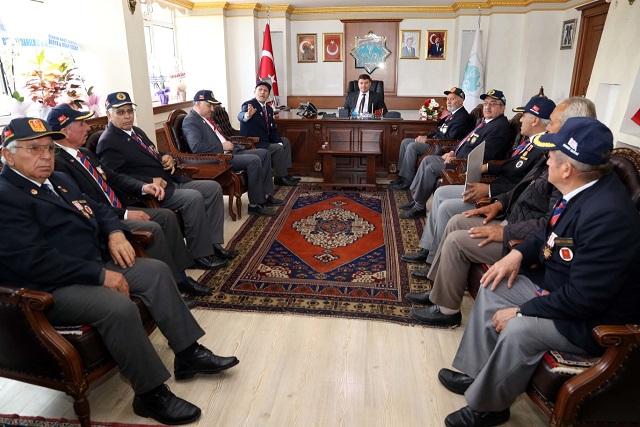 thumbnail_gazilerden-baskan-dincer'e-ziyaret-(2).jpg